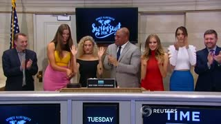 Sports Illustrated models ring the closing bell - Video
