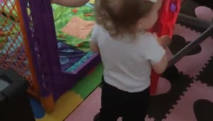 Twins lock each other out of play-yard in cutest way - Video