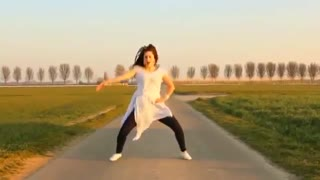 Nice Dance a cute girl - Video