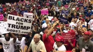 Trump supporters scream CNN sucks - Video
