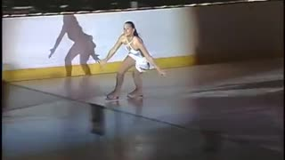 Ice skater performs emotional performance of Hallelujah - Video