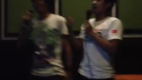 Two hilarious dudes went to the karaoke, see what happened !
