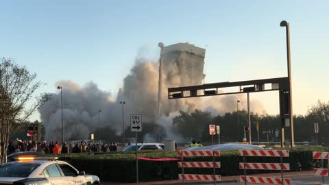 Building demolition in Dallas ends in epic fail