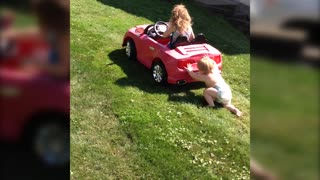 Super Strong Baby Can Push a Car - Video