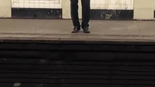 Man in grey shirt and tie singing in subway station - Video