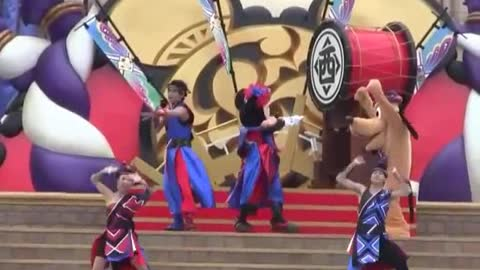 Adorable Minnie Mouse With Super Cool Dance Show