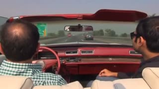 Vintage cars roll through Pakistan - Video