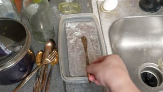 This silver cleaning is totally satisfying