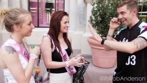 Magician makes impossible predictions for Vegas tourists - Video