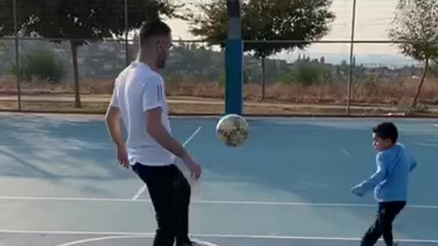 Dad pulls off mind-blowing trick shot for his son