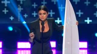 Gomez and Grande winners at Teen Choice 2014 - Video