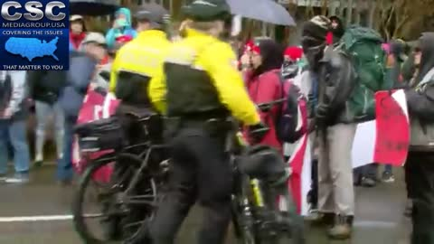 Portland Police Call Out Everyone They Are Going To Arrest Individually Before Taking Them Down