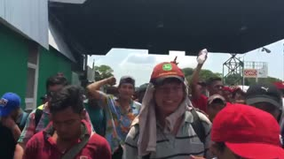 Migrant caravan from Central America crosses into Mexico from Guatemala on trek to America - Video