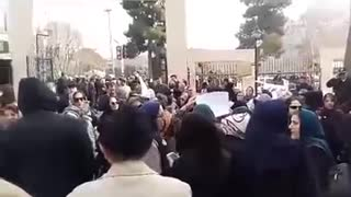 Retired teachers demonstration against corruption in Iran - Video