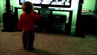 Toddler shows off dance moves