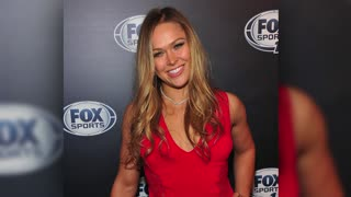 Ronda Rousey & Travis Browne Engaged? Check Out the Ring! - Video