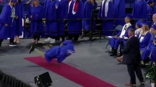 Dude straight up starts breakdancing during graduation ceremony