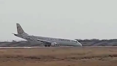 Heroic pilot safely lands plane without front wheel