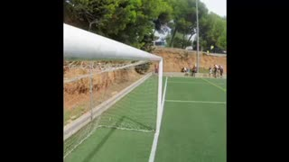 Leo Messi crossbar challenge - Video