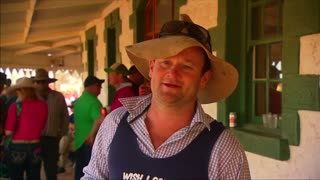 Aussies trek through dust for beer, betting and horse racing - Video