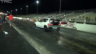 Old Honda Civic destroys new Camaro in drag race - Video