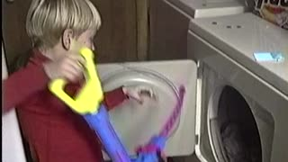 Little sister in the laundry dryer... Wait for it! - Video