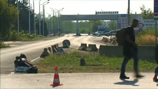 Hungarian army patrols border as Hungary prepares to secure frontier - Video