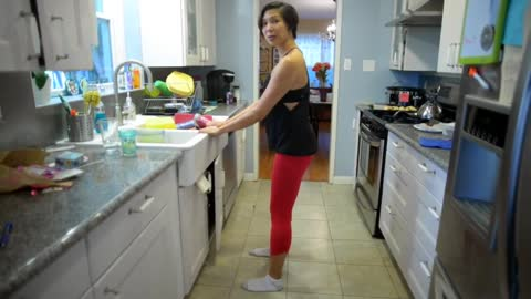How to exercise while washing the dishes