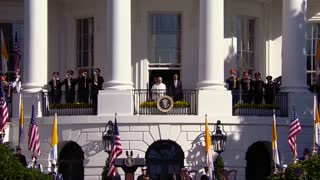 A papal wave at the White House