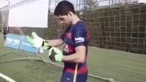Luis Suarez as a Goalkeeper Freestylers