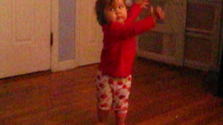 Funny toddler dances to music - Video