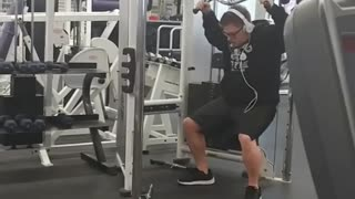Glasses white beats gym fail - Video