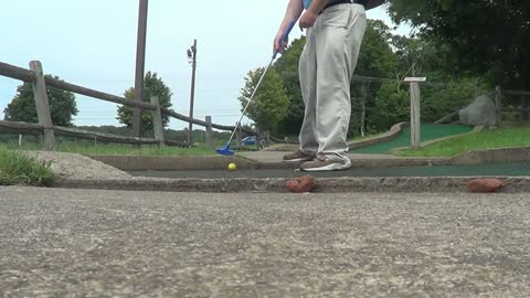 Sam Sitar plays minigolf #2 20180730 - ‎141839