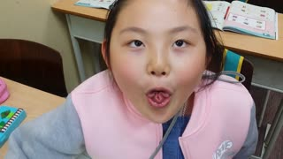 Flower TONGUE!!!  - Video