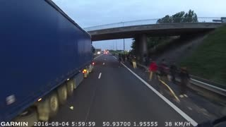 Immigrants Attack Truck Drivers in Calais - Video