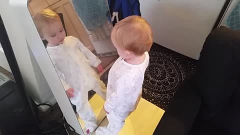 Baby dances to Dad's beatboxing (WATCH THE ENDING!)