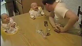 Dad made his babies laughing like crazy - Video