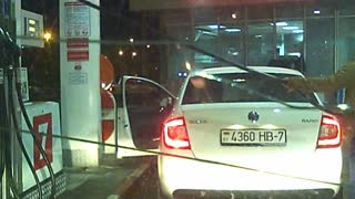 Epic fail: Woman at the petrol station
