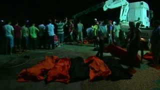 Boat packed with migrants sinks off Libya - Video