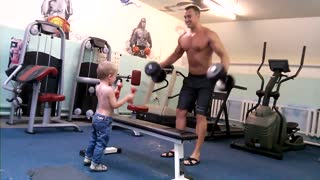 Adorable toddler works out with his dad - Video
