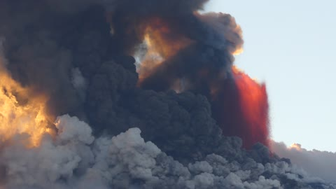 Incredible footage showing violent eruption of Mount Etna