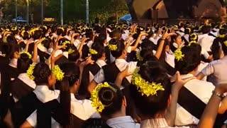 Wow! More than 35,000 people in Isaan Northeast Thai dancing  - Video
