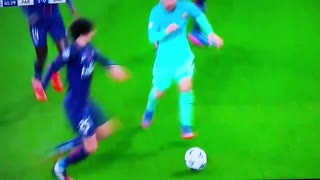 Humillante tunel de  Rabiot a Messi - Video