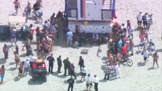 Cuban migrants come ashore on Miami Beach - Video