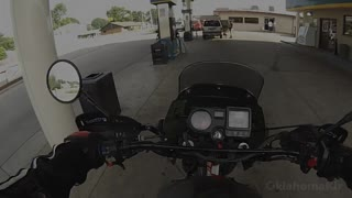 Trunk falls off motorcycle - Video
