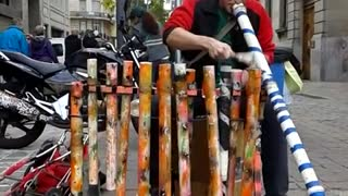 Street drummer wows spectators with plastic pipe jam - Video