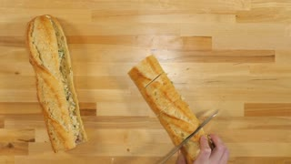 How to make bacon-stuffed cheesy bread - Video