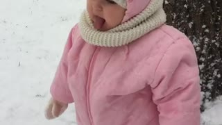 Toddler super excited to be out in snowstorm - Video