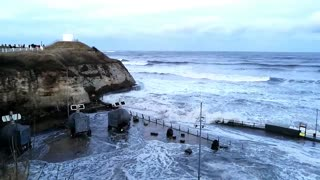 Tidal surge, huge waves - North East England, January 2017 - Video