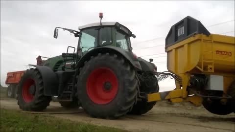 New holland bluepower - and fendt tractors moving ground